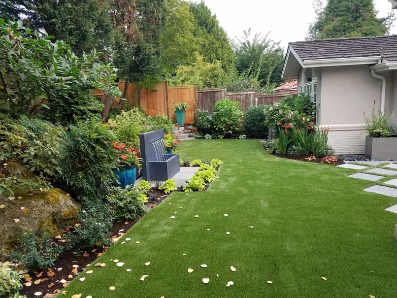 natural-and-synthetic-lawns